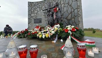 Az ártatlan magyar áldozatokra emlékeztek ma Csúrogon - illusztráció
