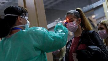 65 koronavírusos beteg hunyt el, 3286 új fertőzöttet regisztráltak Magyarországon - illusztráció