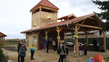 Kilátót és pihenőhelyet adták át a Ludasi tónál - illusztráció
