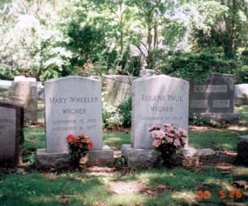 Felavatták Wigner Jenő és felesége felújított síremlékét Princetonban - A cikkhez tartozó kép