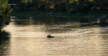 Ismét csónakokon próbálkoztak a határsértők Szegednél - A cikkhez tartozó kép