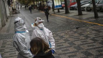 Rohamosan nő a koronavírus-fertőzöttek száma Szerbiában, egyre több a súlyos eset - illusztráció