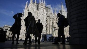 Milánó vásárlóutcái megteltek a korlátozások oldása után - illusztráció