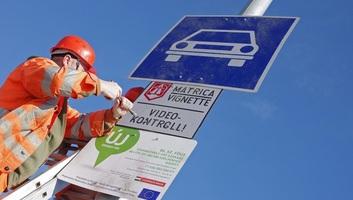 Magyarország: Az éves autópálya-matrica 44.660, a megyei 5200 forint lesz jövőre - illusztráció