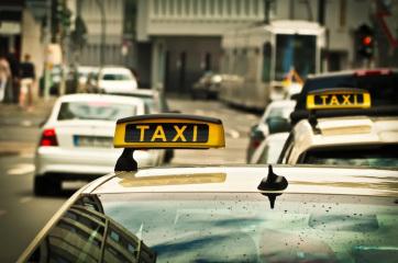 Szabadka: Migránsokat fuvarozó taxisokat tartóztattak le - A cikkhez tartozó kép