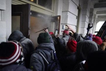The Washington Post: Az FBI tudott arról, hogy erőszak várható a Capitoliumnál - A cikkhez tartozó kép