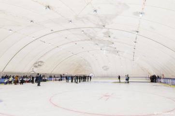 Marosszentgyörgyön átadták a magyar állam támogatásával épített sátortetős műjégpályát - A cikkhez tartozó kép