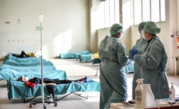 Olasz orvosok és ápolók a második oltás után is pozitív koronavírustesztet produkáltak - A cikkhez tartozó kép