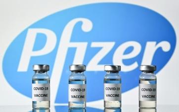 Csaknem negyedmillió adag Pfizer-vakcina érkezett  Magyarországra - A cikkhez tartozó kép