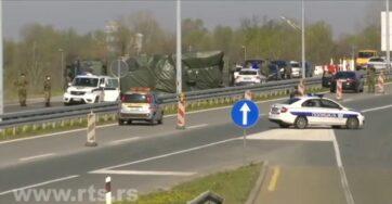 Rakétákat szállító katonai teherautó borult fel az autópályán Belgrád közelében - A cikkhez tartozó kép