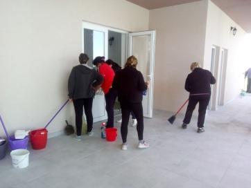 Magyarcsernye: Önkéntes munkaakció az új ravatalozó körül - A cikkhez tartozó kép