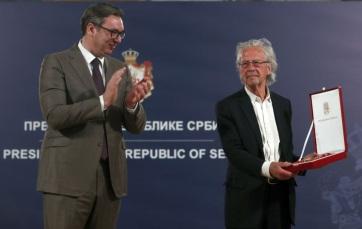 Vučić Karađorđe-csillaggal tüntette ki Peter Handkét - A cikkhez tartozó kép