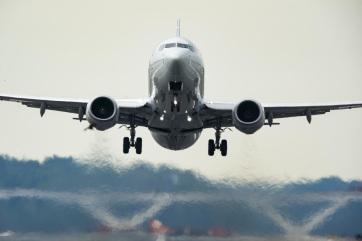 Megérkezett az első repülő a Podgorica-Belgrád vonalon, Milatović miniszter is a gépen volt - A cikkhez tartozó kép