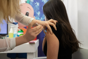 Szerbia engedélyezte a Pfizer vakcina beadását a 12-15 éves korosztály számára - A cikkhez tartozó kép
