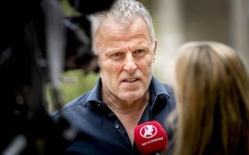 Belehalt a sérülésébe a holland újságíró, akit fejbe lőttek az utcán - A cikkhez tartozó kép