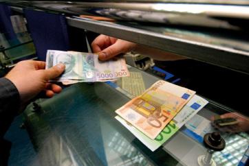 Idei csúcson a dinár, hétfőn 117,558 dinárért vehetünk egy eurót - A cikkhez tartozó kép