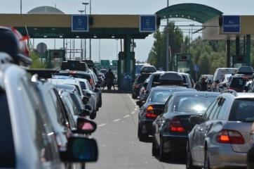 Röszkénél kétórás a várakozás a határátlépésnél - A cikkhez tartozó kép