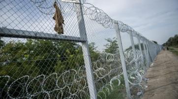 Erőszakos migránscsoport támadt magyar katonákra az ásotthalmi határátkelőnél - A cikkhez tartozó kép