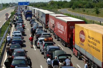 Hosszú a várakozás a röszkei autópálya-átkelőnél - A cikkhez tartozó kép