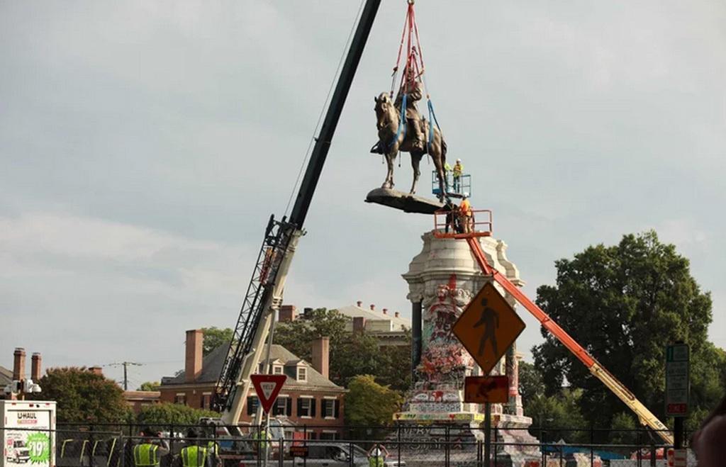 A szobor eltávolítása