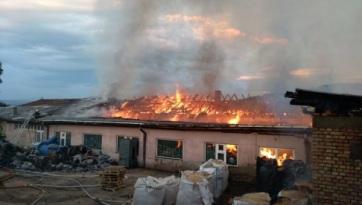 Tűz ütött ki a piroti bútorgyárban, nincsenek sérültek - A cikkhez tartozó kép