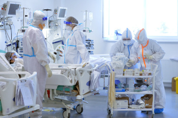 Egyre többen vannak kórházban és lélegeztetőgépen Szerbiában - A cikkhez tartozó kép