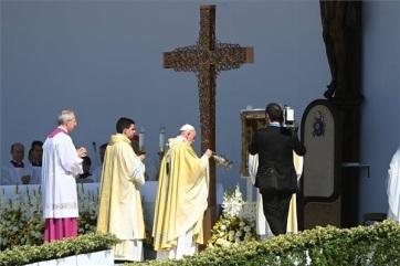 Ferenc pápa Szent István és Szent Erzsébet bátorságát és hitét emelte ki a zárómisén - A cikkhez tartozó kép