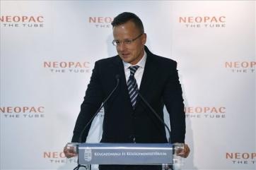 Szijjártó: A válság alatt rekordmennyiségű beruházás kezdődött meg Magyarországon - A cikkhez tartozó kép