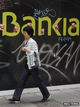 100 milli�rd eur� kell, hogy be ne d�lj�n Spanyolorsz�g