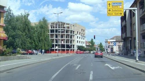 """Topolya, ahol a  """"volontőr"""" tisztségviselő 400 ezer dinárt keres"""