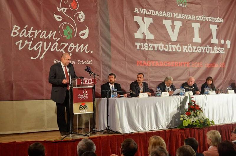 Újraválasztották a VMSZ elnökét