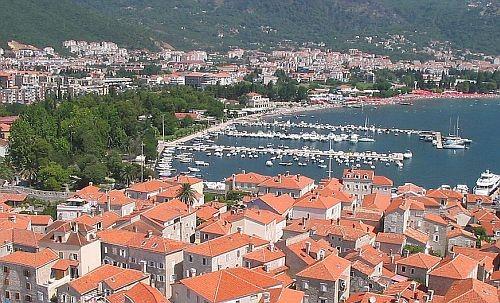 Montenegró: Háromszáz eurós büntetés a tartózkodást be nem jelentő turistáknak