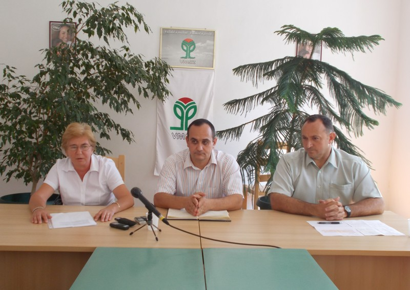 Rácz Szabó Márta, Lőrinc Csongor és Juhász Attila a sajtótájékoztatón