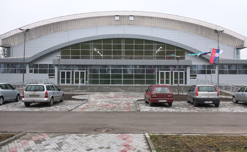 Zenta: Átadják rendeltetésének a sportcsarnokot