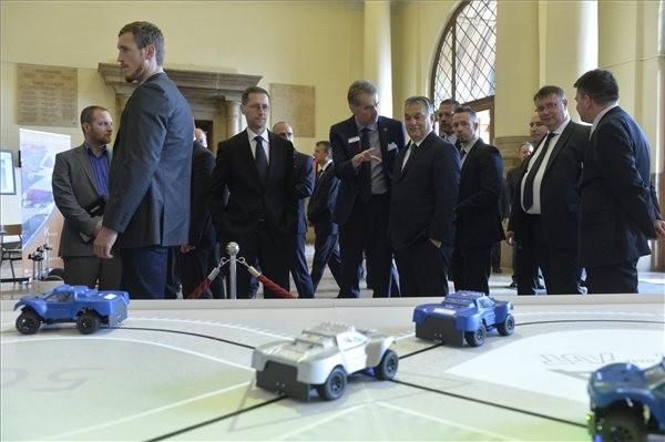 Orbán Viktor a Jövő autója című konferencián: Járműipari tesztpálya épül Zalaegerszegen