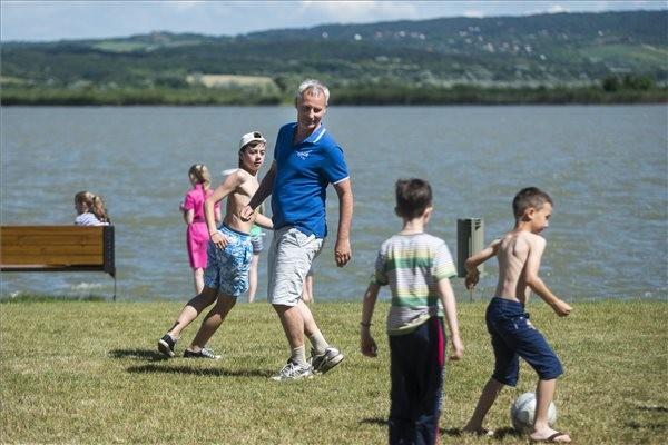 Soltész: Negyvenmilliós támogatás ukrajnai gyerekek nyári táborozására