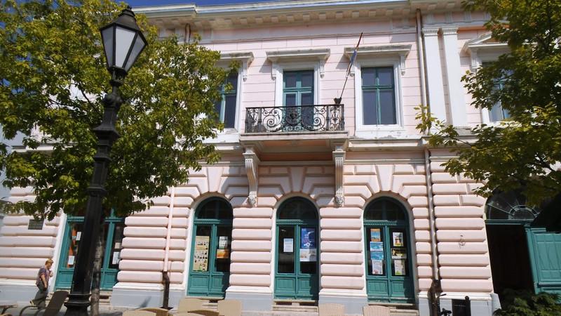 Zombor: Felmondtak tíz könyvtárosnak