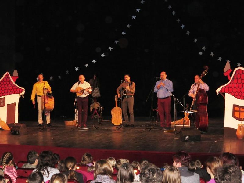 Ünnepre hangoló gyerekműsor Zomborban a Kolompos együttessel