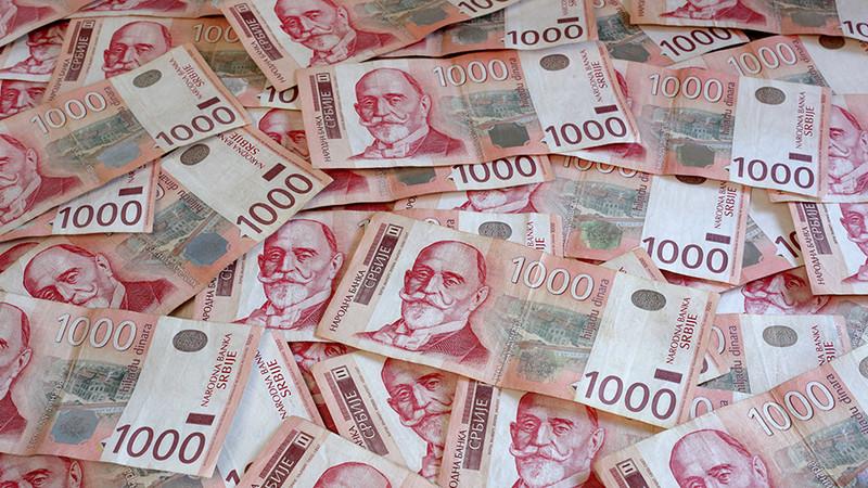 Egy év alatt 1,6 százalékkal gyengült a dinár az euróhoz képest