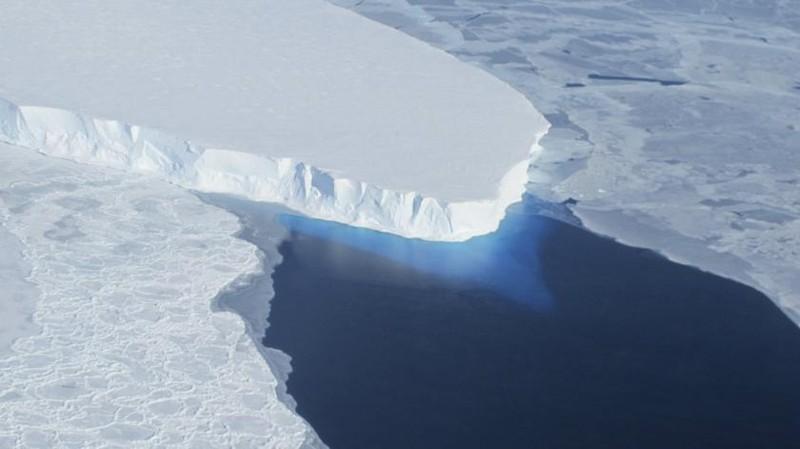 Hatalmas jéghegy készül leválni az Antarktisz-félszigetről