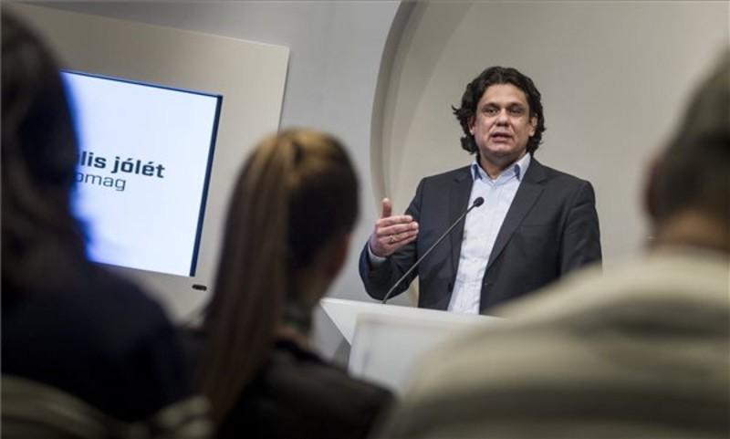 Deutsch: Márciustól lesz elérhető a Digitális jólét alapcsomag