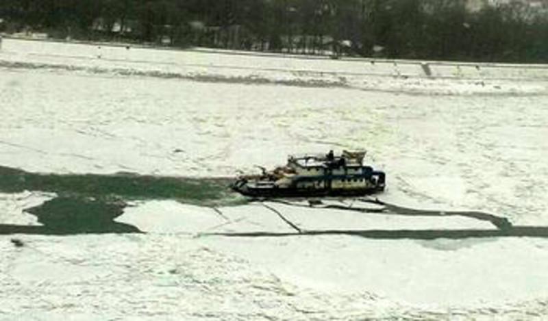 Jégtörő a Dunán Újvidéknél: Ismét zajlik a folyó