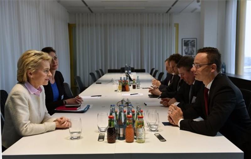 Szijjártó: Harminc új német vállalati beruházásról tárgyal a kormány
