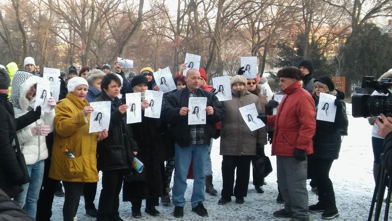 Tiltakozás Zentán: A közvéleményt hívják segítségül a novemberben elveszett lány ügyének megoldásához