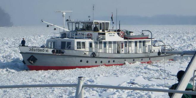 Torlódik a jég a Dunán