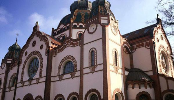 Szabadka: Kívülről már felújították a zsinagógát, most a beltér következik