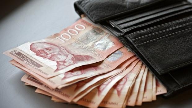 Újvidéken 24 ezer dinárral csökkent az átlagbér januárban