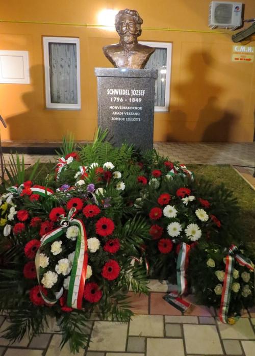 Leleplezték Schweidel József honvédtábornok zombori mellszobrát