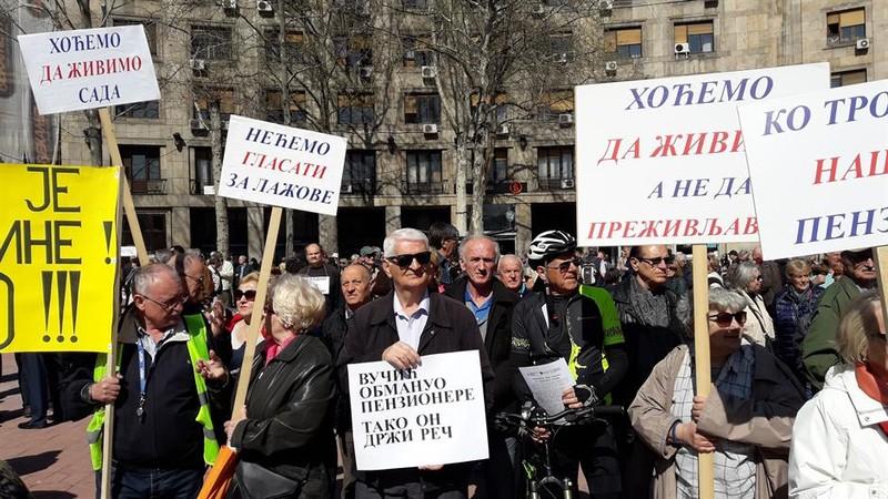 Belgrádban tiltakoztak a nyugdíjasok: Adják vissza, amit elvettek tőlünk!