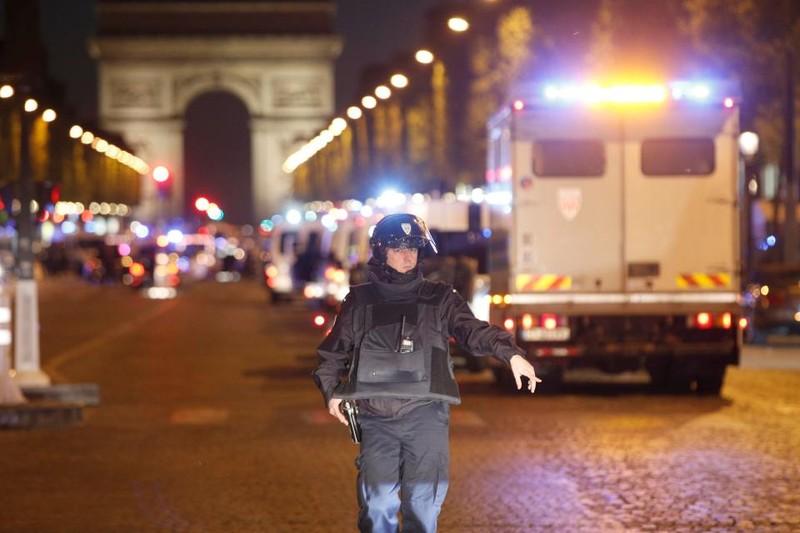 Lövöldözés Párizs belvárosában, egy rendőr meghalt